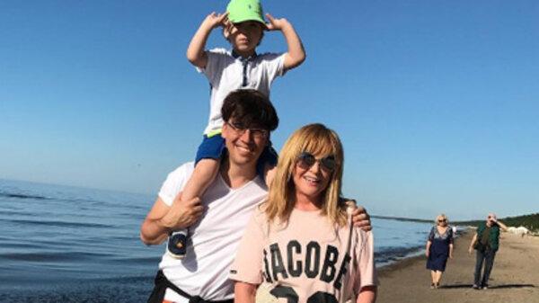 Дочка Аллы Пугачевой и Максима Галкина устроила дефиле на пляже