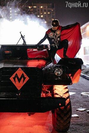 «Супергерой. Дорого»: Галкин в маске и с автоматом раскрыл свою истинную сущность