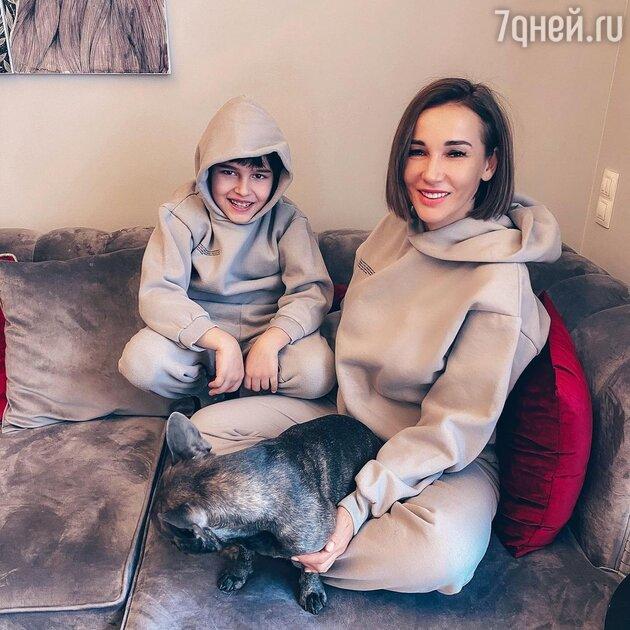 Впервые откровенно: Чехова высказалась о молодой мачехе своего сына