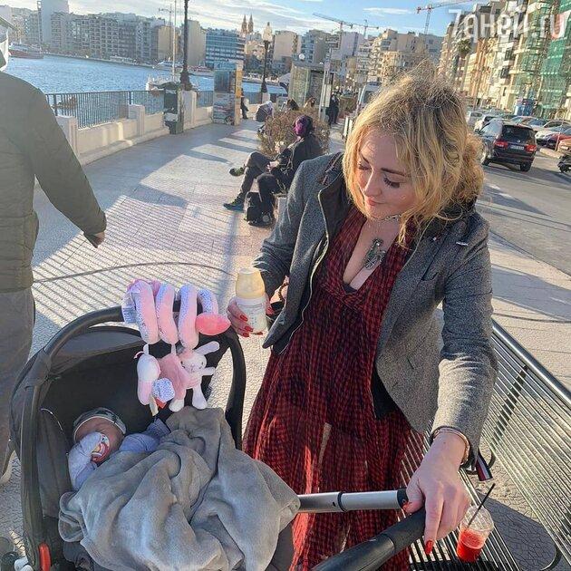 «Идёт быть мамочкой»: дочь Михаила Задорнова показала младенца
