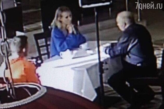 «Не стыдно?» Собчак закатила скандал из-за ужина с маньяком в ресторане