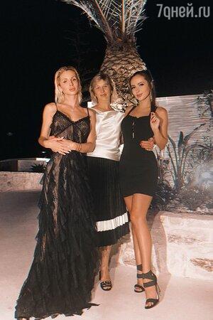 Три грации: Светлана Лобода с сестрой и мамой поразили красотой