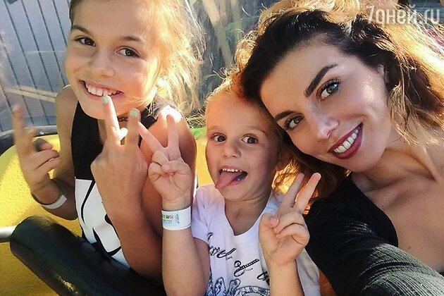 Анна Седокова с дочками: Алиной и Моникой