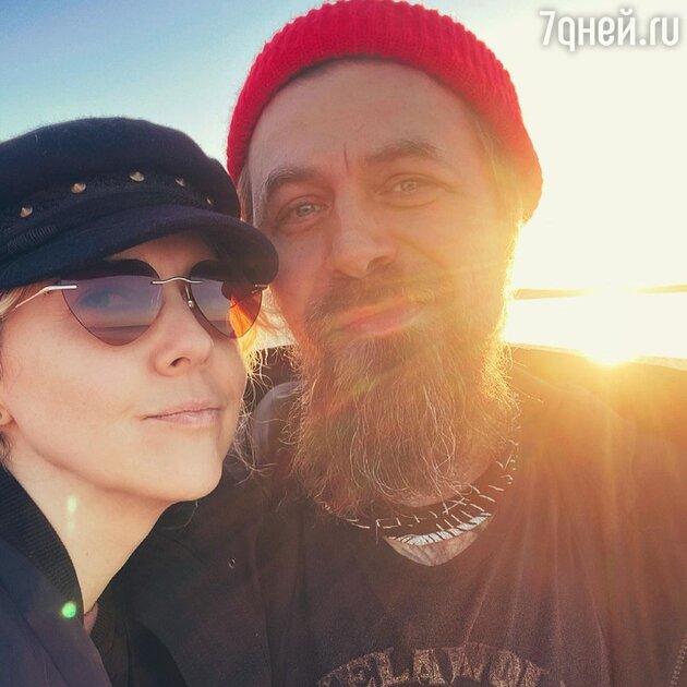 «Седина в бороду»: Шелест удивила редким снимком с мужем