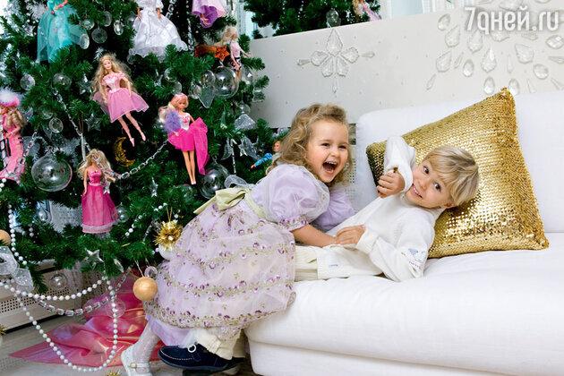 Стефания со своим двоюродным братом Дмитрием. Декабрь 2003 г.