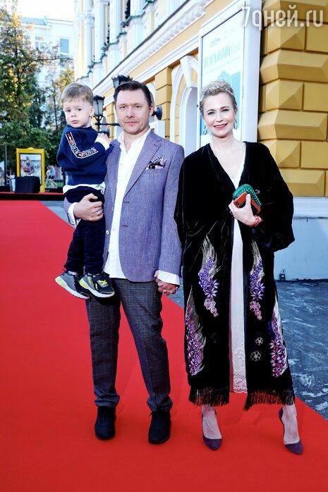 Звезды показали лучшие наряды на закрытии кинофестиваля