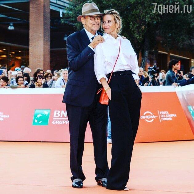 82-летний Кончаловский ради жены учится садиться на шпагат