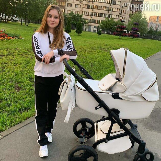 «Как похорошела!» Юлия Липницкая показала фигуру после родов