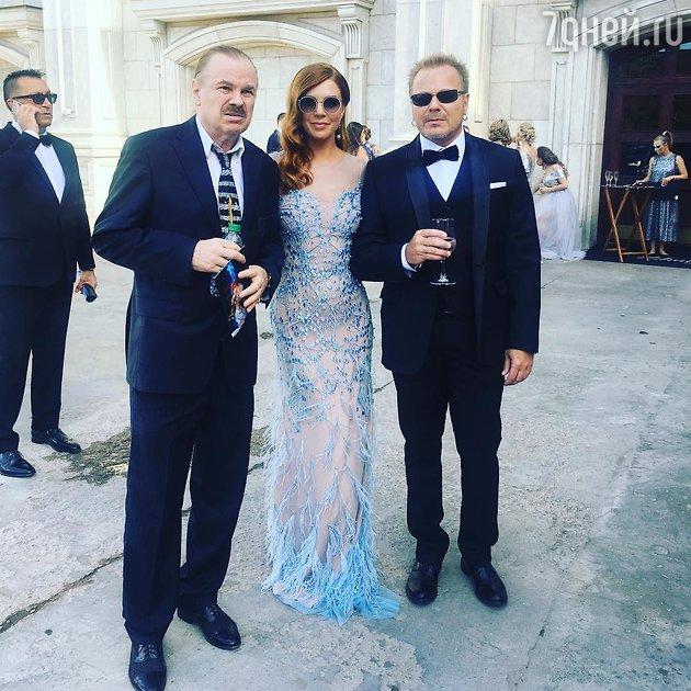 Владимир Пресняков с отцом Владимиром Пресняковым-старшим и супругой Натальей Подольской