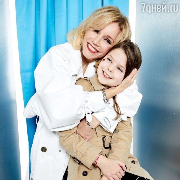 «Такой я была в 15»: Марина Зудина показала красавицу-дочь от Табакова
