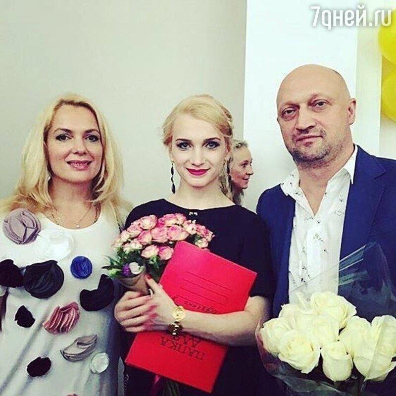 Куценко принимает энергичное участие вжизни беременной Порошиной