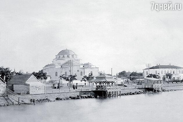 Набережная г. Евпатории с видом на бульвар и мечеть Хан-Джами, начало XX века