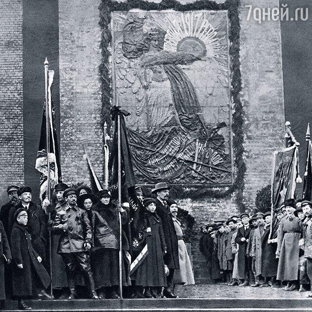 Некоторые исследователи уверены, что за покушением на Ленина стоит Свердлов (в центре)