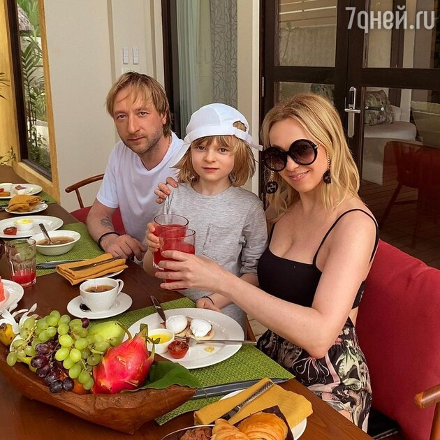 «Целенаправленно оставили дома»: Рудковская рассказала об отдыхе без малолетнего сына