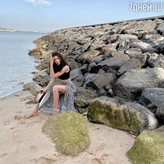 «Дорвалась»: Заворотнюк показала фигуру на пляже в Дубае
