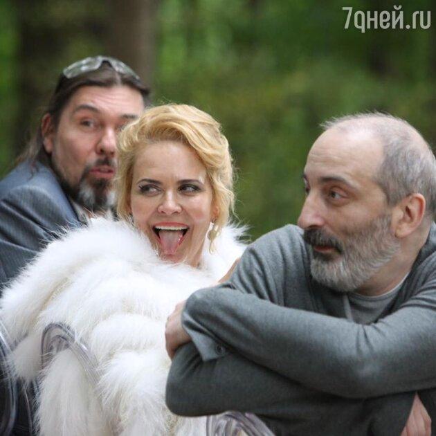 Яковлева показала на свадьбе идиллию с бывшим мужем