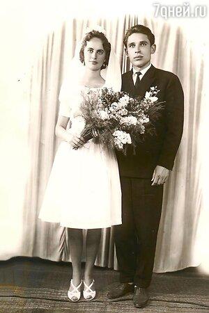 «Молодые и красивые»: 55-летняя Ирина Безрукова показала свадебное фото