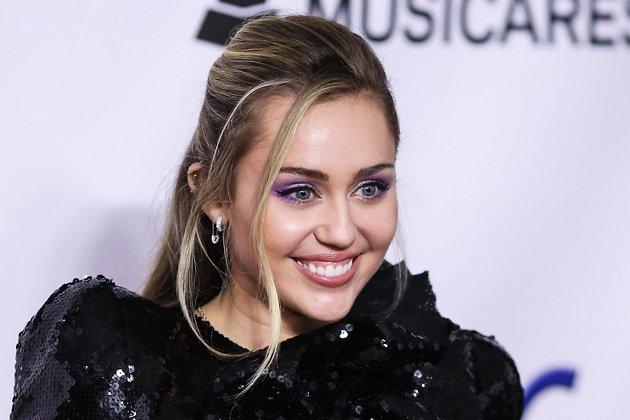 СМИ сообщили о тайной помолвке Майли Сайрус