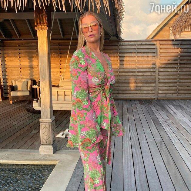 «Потрясающая»: Бабушкина показала себя без макияжа и укладки