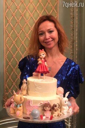 В Сети раскрыли имя трехлетней дочки Елены Захаровой