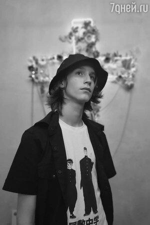 «Предлагает грязные вещи» 15-летний сын Децла живет в страхе из-за преследователя