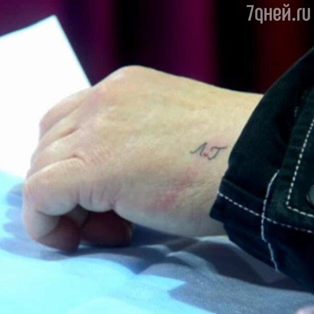 «Есть ещё порох!» 61-летняя Гузеева сделала татуировку на видном месте