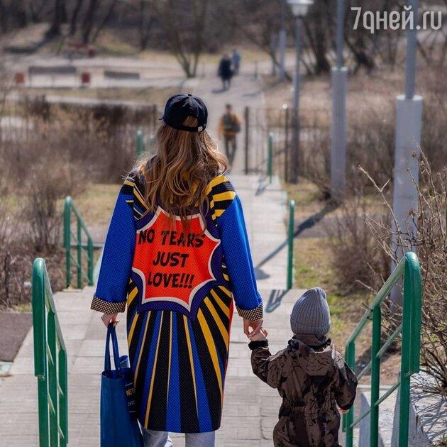 «Выход в люди»: Сафонов заснял Савельеву с двухлетним сыном