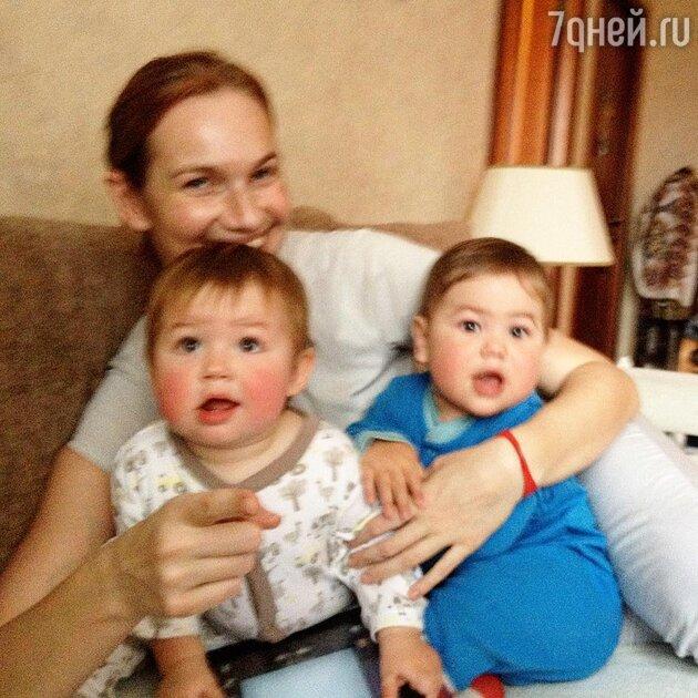 Таша Строгая с детьми Федотом и Федором