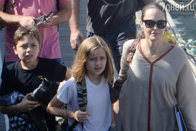 Коварный удар: Анджелина Джоли решила «добить» Брэда Питта
