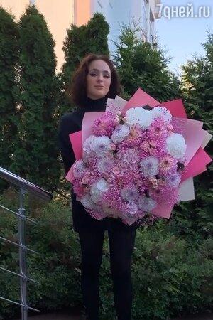 «Не смей так говорить!» Гузеева отчитала дочь на свадьбе Зиминой
