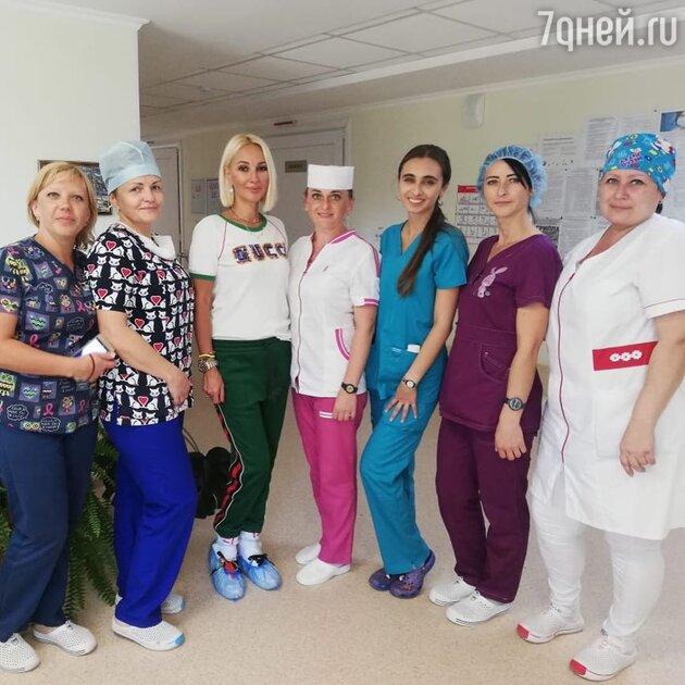 «Мама что-то раскисла»: Кудрявцева посетила больницу