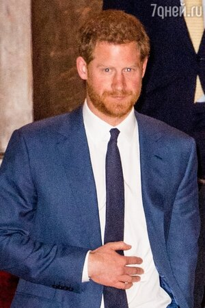 Снова неуважение к королеве: стало известно, кого первым посетил в Британии принц Гарри