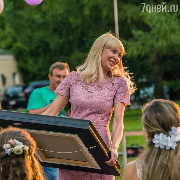 Равшана Куркова научилась танцевать лезгинку