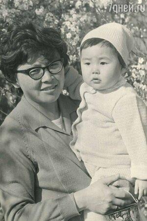 «Остался главным мужчиной в жизни»: Анита Цой скрыла от матери смерть отца