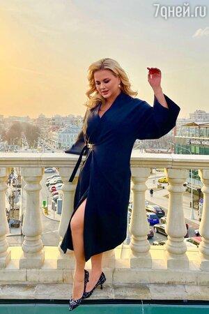 Анна Семенович осталась без квартиры из-за закрытых границ