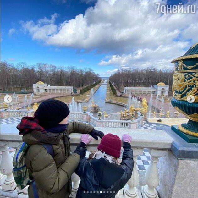 Редкие кадры: Марина Александрова сравнила выход с детьми со спецоперацией