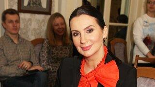 Екатерина Стриженова вывела собаку сестры в свет