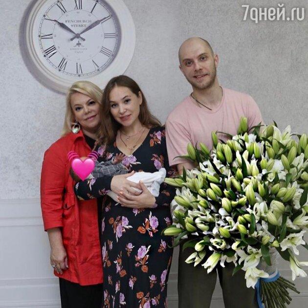 «Как похож!» Поплавская поделилась снимками с новорожденным из роддома
