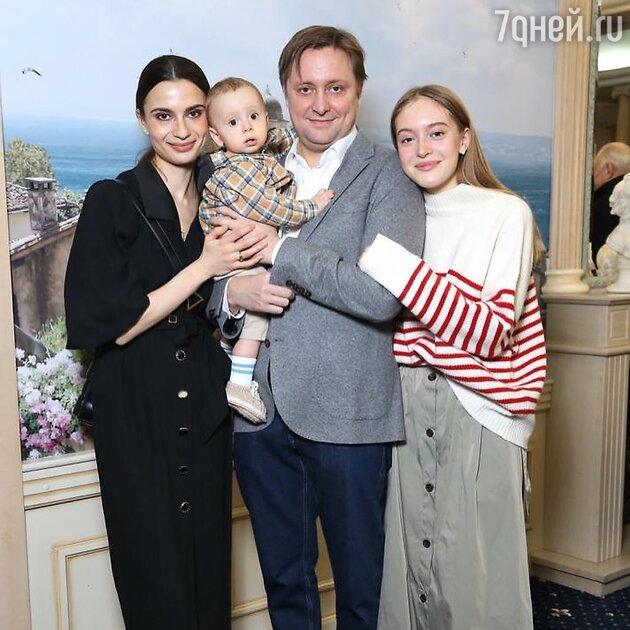 Жена Никиты Михалкова впервые показала малолетнего внука