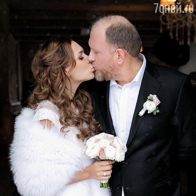 Молодая жена Ивлева показала кадр тайной свадьбы