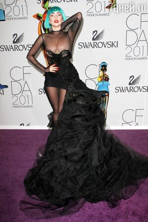 Леди Гага на церемонии CDFA Fashion Awards 2011
