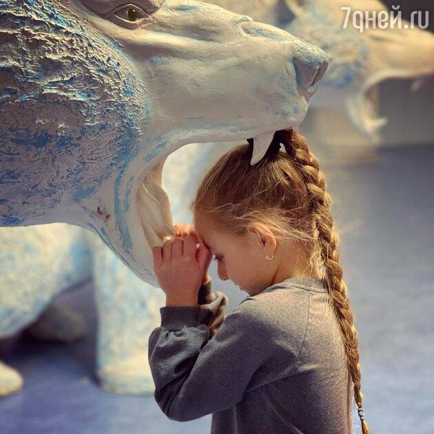 «Моя бесстрашная Надя!» Дочь Навки положила голову в пасть льву