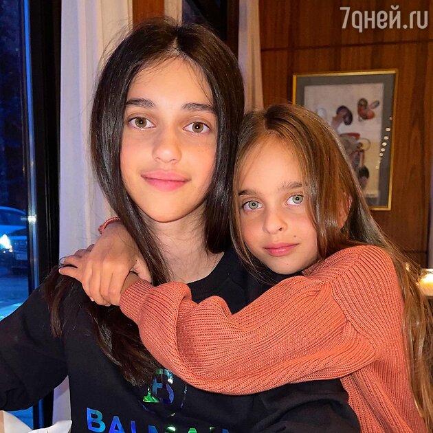«Старшая – в папу, младшая – в маму»: внешность дочерей Реввы обсуждают в Сети