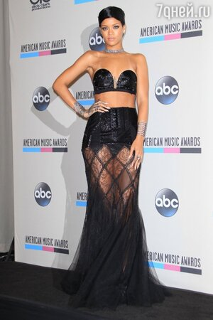 Рианна в наряде от Jean Paul Gaultier на American Music Awards 2013