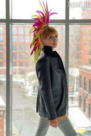 «Что за йагупоп?» Светлана Бондарчук изумила короткой стрижкой и перьями на голове