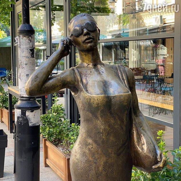 Настя Ивлеева нашла памятник себе в Македонии — фото