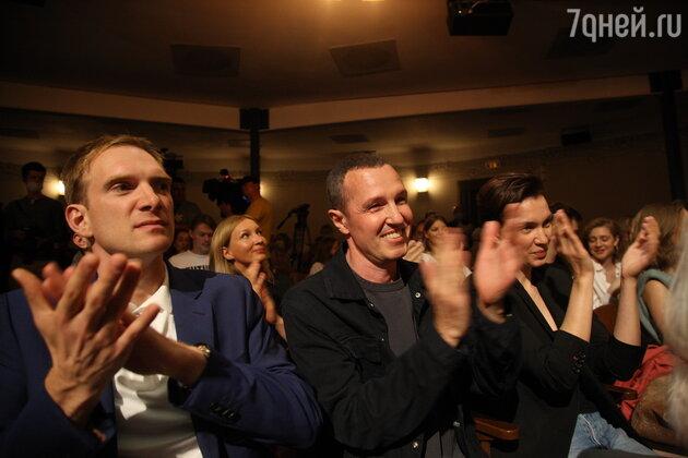 «Неузнаваемый Семчев, усатый Янковский»: звезды открыли сезон МХТ