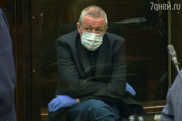 «Ввел меня в заблуждение»: Ефремов рассорился с очередным адвокатом из-за денег