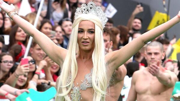16 самых вызывающих «голых» платьев знаменитостей 2017 года