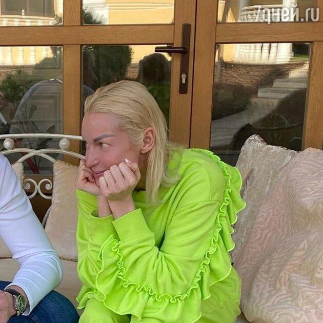 «Молодой и носатый»: Волочкова показала лицо нового возлюбленного